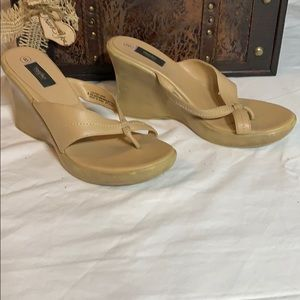 Mossimo tan wedges size 8